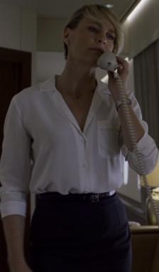 Очаровательная Tamie снимает одну рубашку