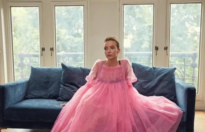 """и розовый наряд главной героини сериала """"Убивая Еву"""""""