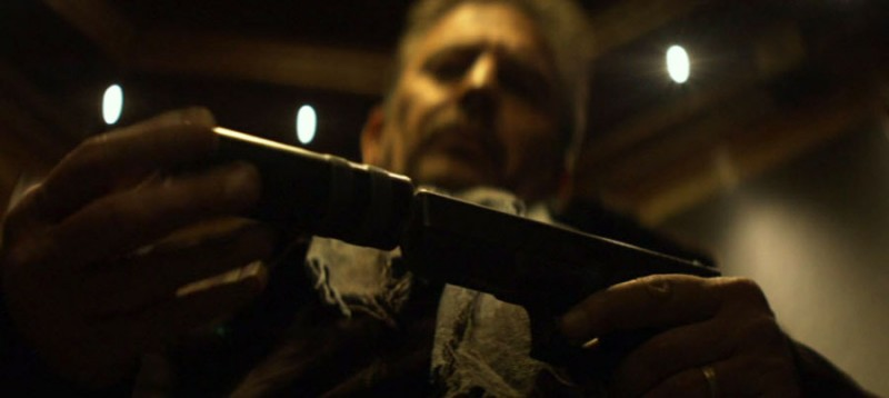 "Кевин Костнер (кадр из фильма ""3 дня на убийство"")"