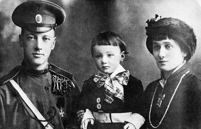 Н.С. Гумилев, Л.Н. Гумилев и Анна Ахматова