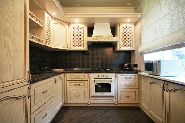 Дизайн кухни с темной столешницей