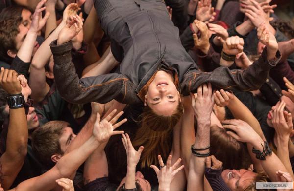 kinopoisk.ru-Divergent-2199832