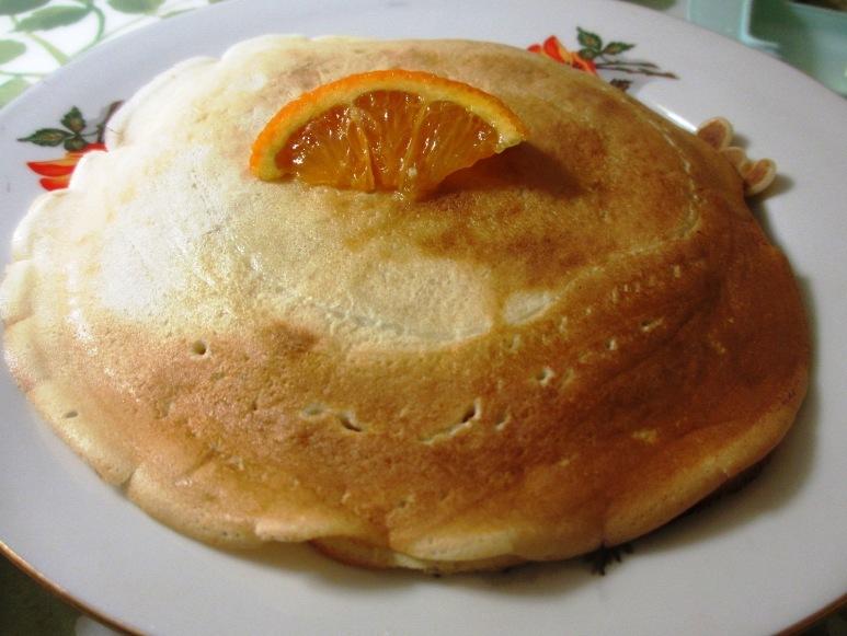 Горка блинов с апельсинной долькой вместо вишенки=) 24 февраля 2011