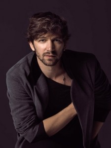 Video-interview-Michiel-Huisman_reference