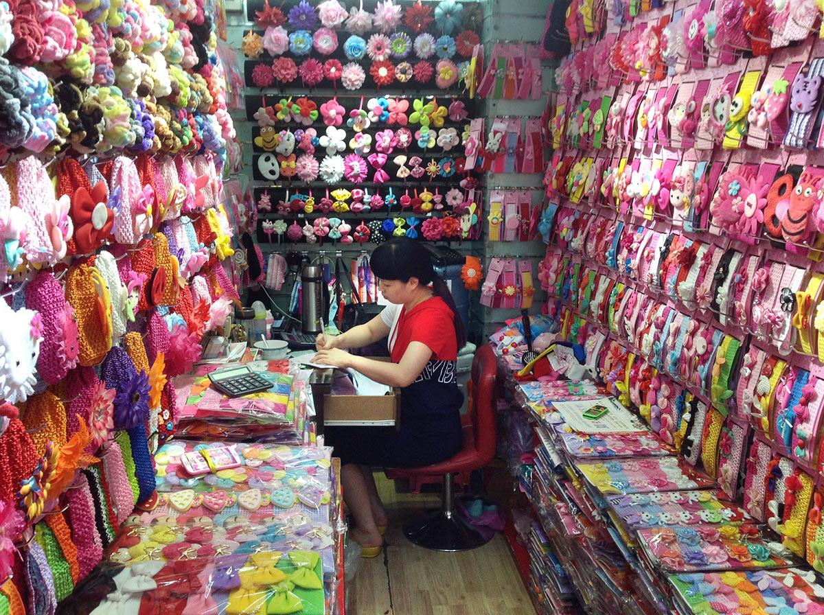 Бижутерия оптом из Китая. Город Иу, рынок Футьен, оптовый павильон производителя аксессуаров для волос