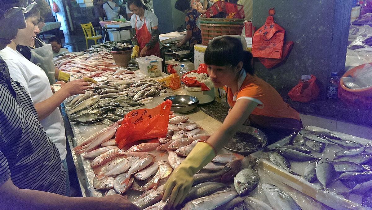 На первом рынке в Санье