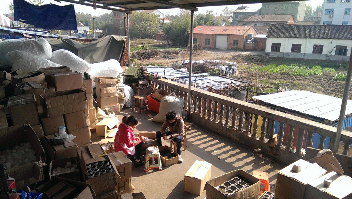 Фабрика искусственных цветов в Китае