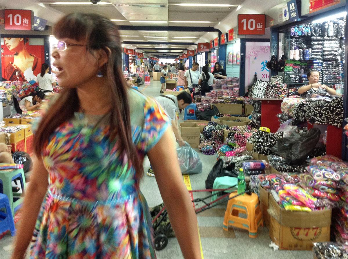 Китай, город Иу, рынок Футьен, аксессуары для волос