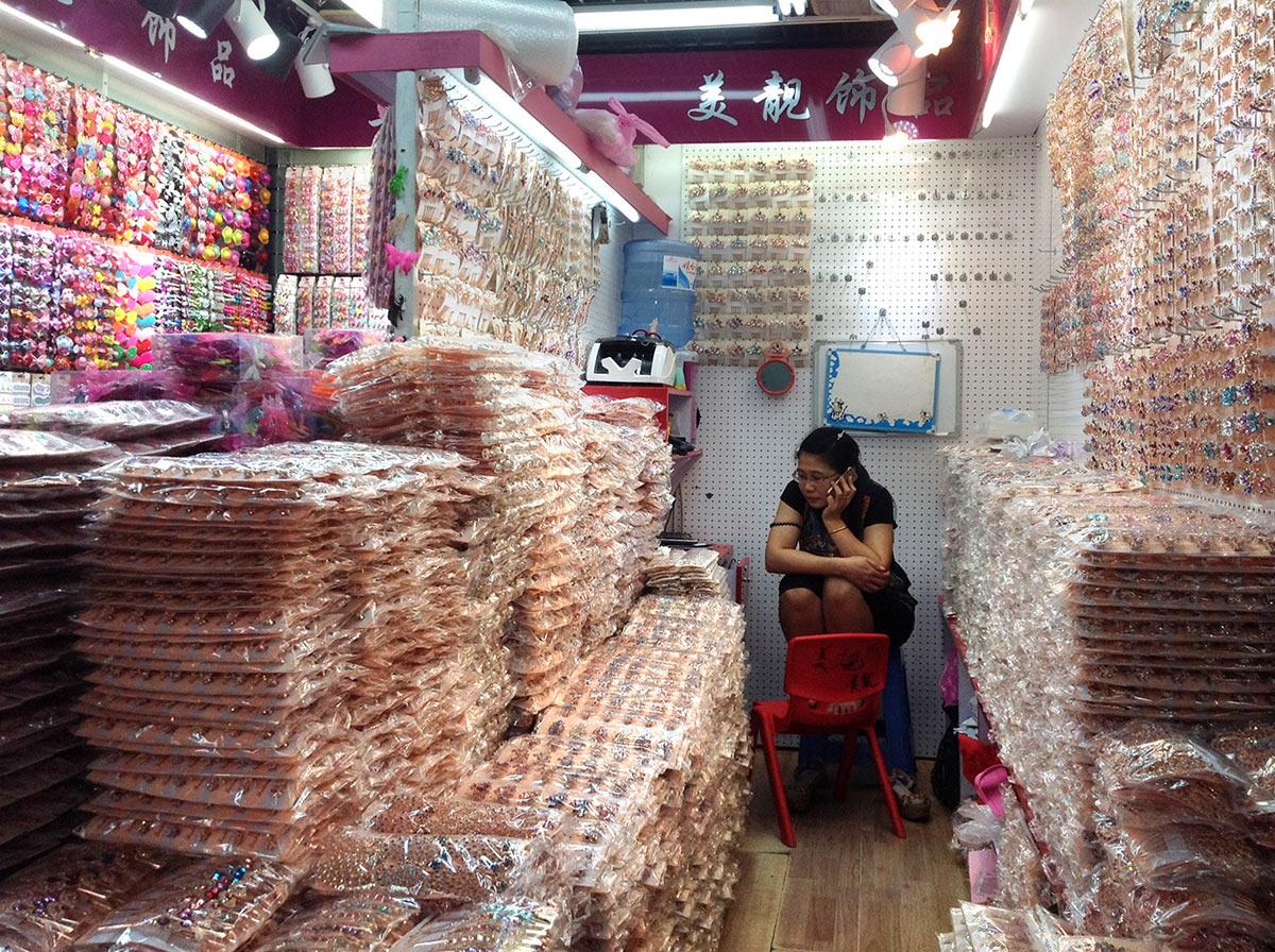 Оптовый рынок Футьен в Иу. Бижутерия и аксессуары для волос мелким оптом