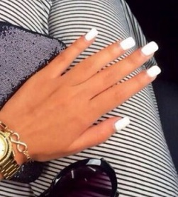 unghie-con-smalto-bianco