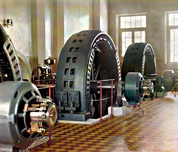 Российская Империя. ГЭС мощностью 1,35 МВт, построенная в 1909 году. Цветная фотография 1911 года.