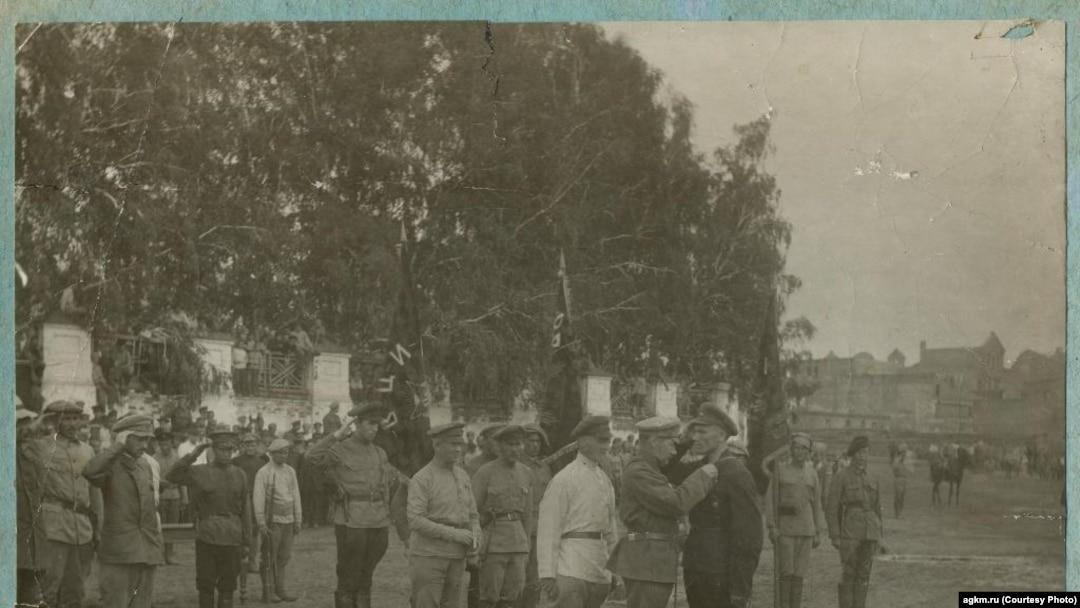 Награждение большевицких бандитов Рогова.