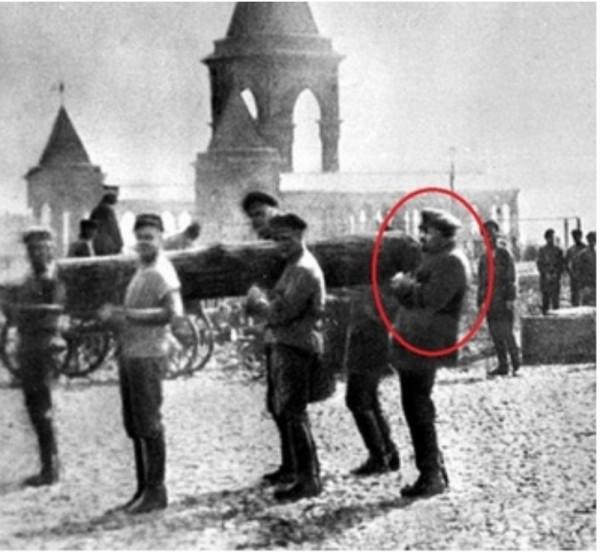 «Пристроился». Как Ульянов по кличке «Ленин» бревно таскал.