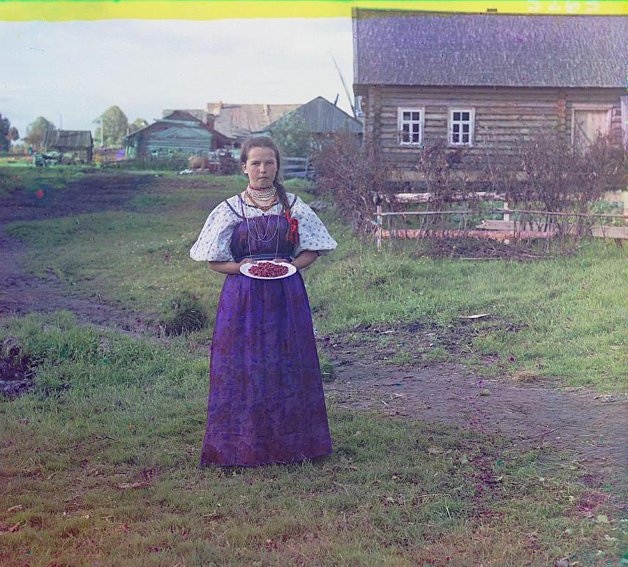 Девушка с земляникой, 1909 год