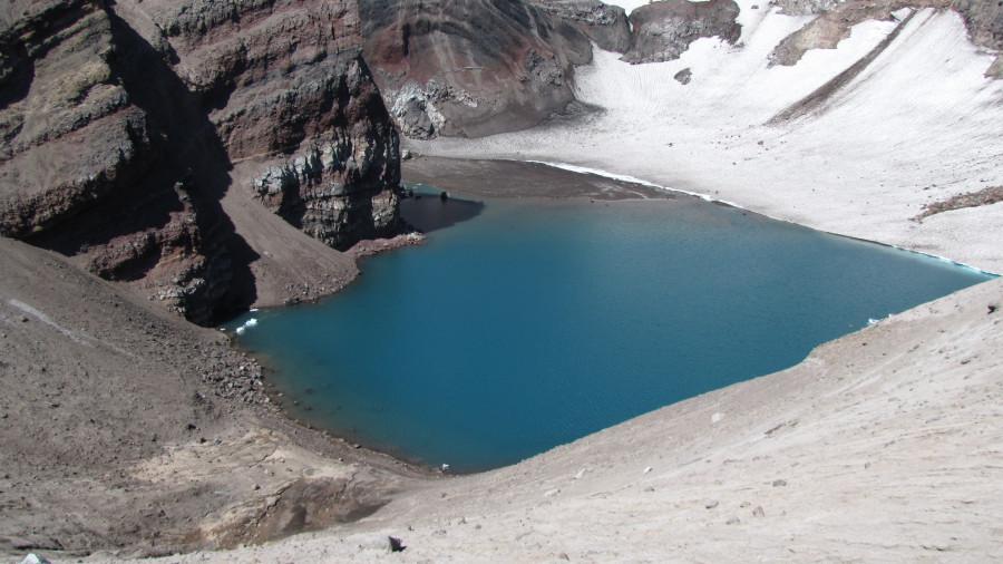 Озеро в одном из кратеров Горелого