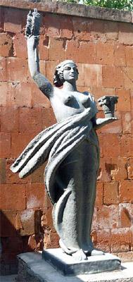 Мать-Армения работы Ара Саркисяна во дворе его Дома-музея. Фото Арсена Карапетяна