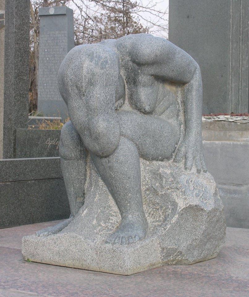 Надгробный памятник Ара САркисяна в ереванском городском Пантеоне, автор Епрем Варданян