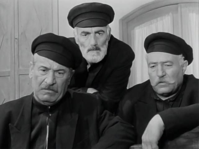"""Братья по цеху, как бы, осуждают. Кадр из фильма """"Родник """"Эгнар"""", 1970"""