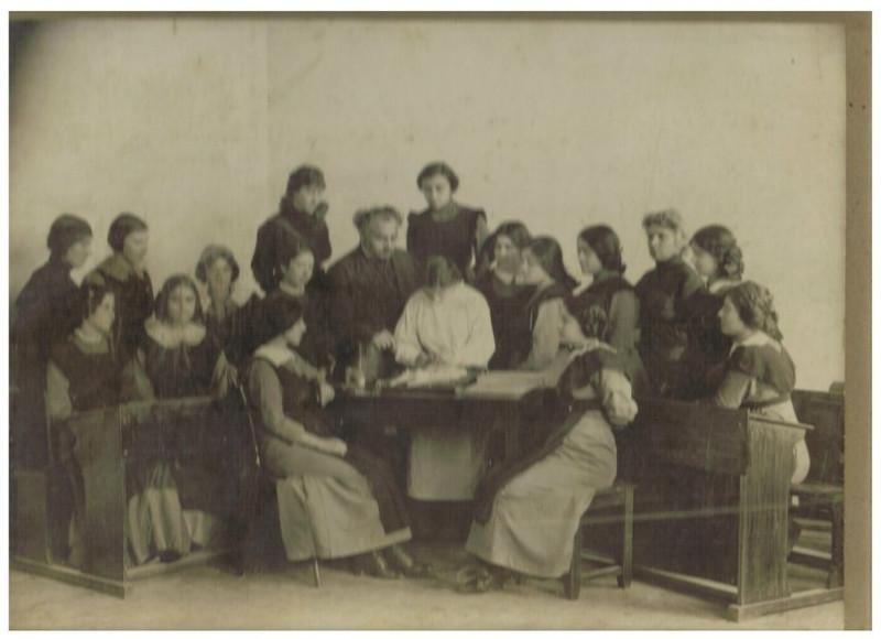 Ольгинская женская гимназия в Александрополе (Гюмри), со страницы пользователя ВК Наны Григ
