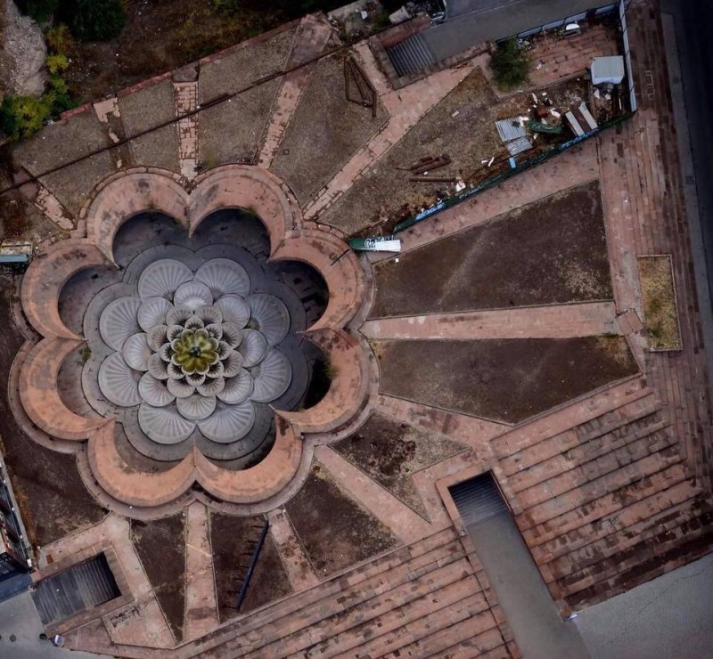 """Станция метро """"Площадь Республики"""" в Ереване, фото из твитера центра инновационных технологий TUMO, ссылка в конце текста"""