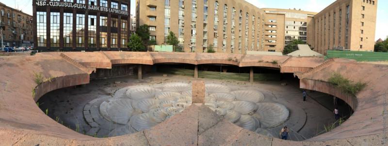 Фото из собрания архитектора, историка архитектуры Карена Бальяна