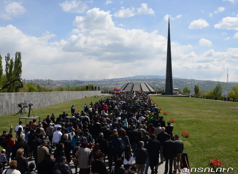 Ежегодное шествие к Мемориалу в Цицернакаберте