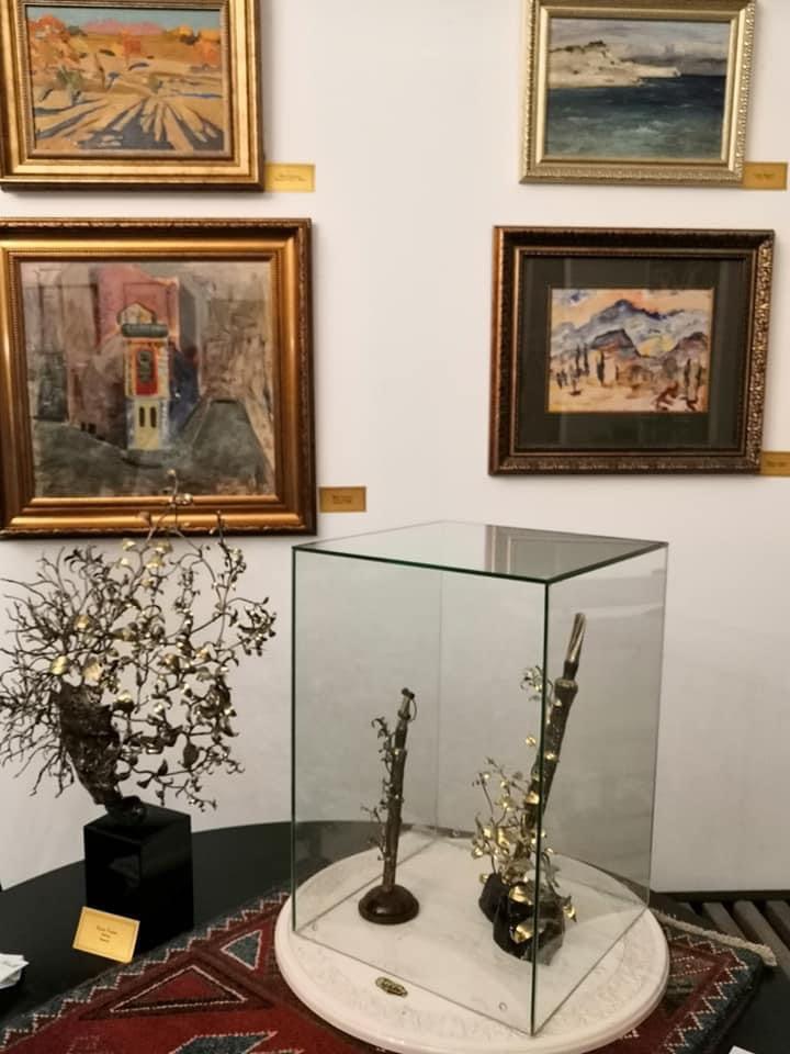 Слева Минас, справа внизу —  Сарьян. Скульптуры — К. Таразяна