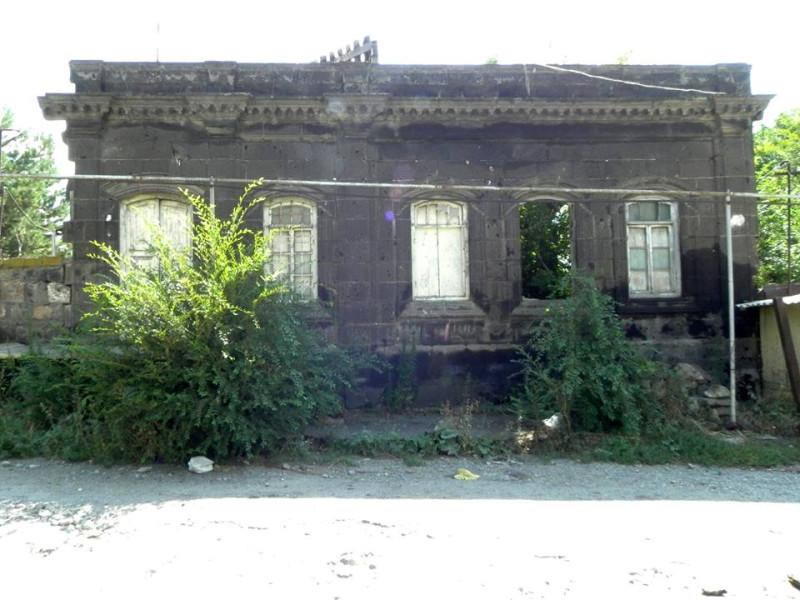 Тот самый дом в Гюмри. Эти ставни помнят ее руки.