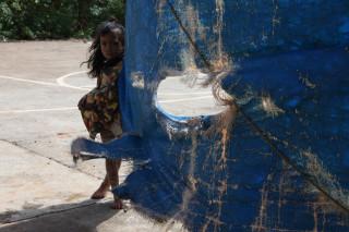 Вот зачем мне на Боракае вспоминать о Витгенштейне? Эта девочка смотрит с упрёком.