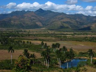 Это не Венесуэла и не Боливия. Это долина сахарных заводов на Кубе...