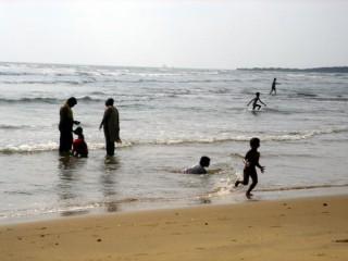 Купание индийских коне... детей. Индийский океан.