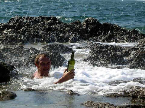 Мне тогда в Хнрсонесе было очень здорово. И хорошо, что Катя не дала мне пьяному прыгнуть в шторм, а то я бы точно утонул...