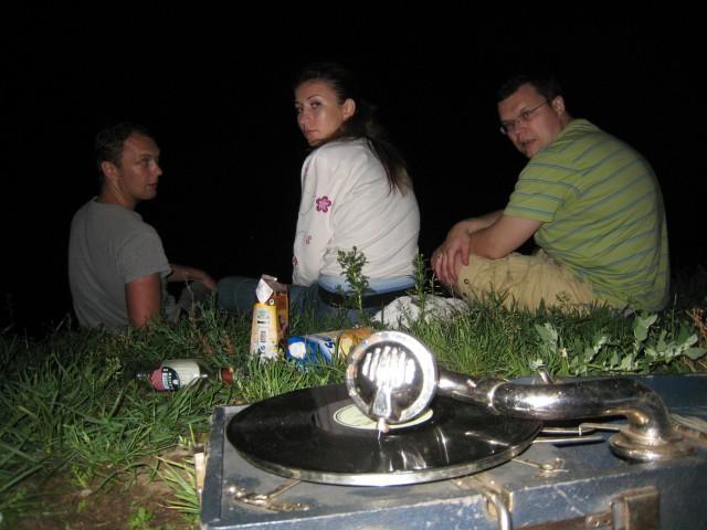 С патефоном хорошо залезть ночью в какой-нибудь московский парк