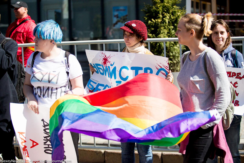 ЛГБТ-подарок президенту на день рождения