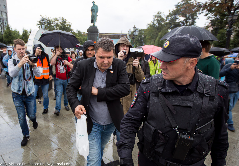 Полицейская Москва. Как сегодня атаковали мирных горожан (фото, видео)