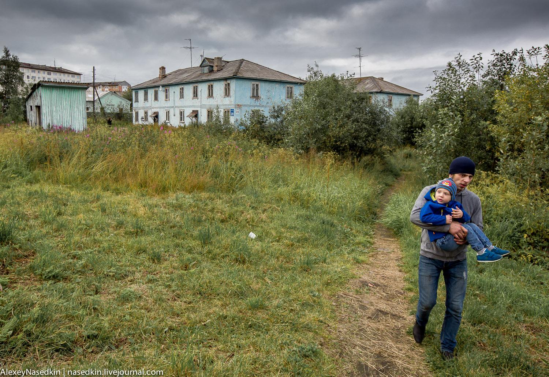Россия, XXI век: трущобы, бараки и туалеты на улице