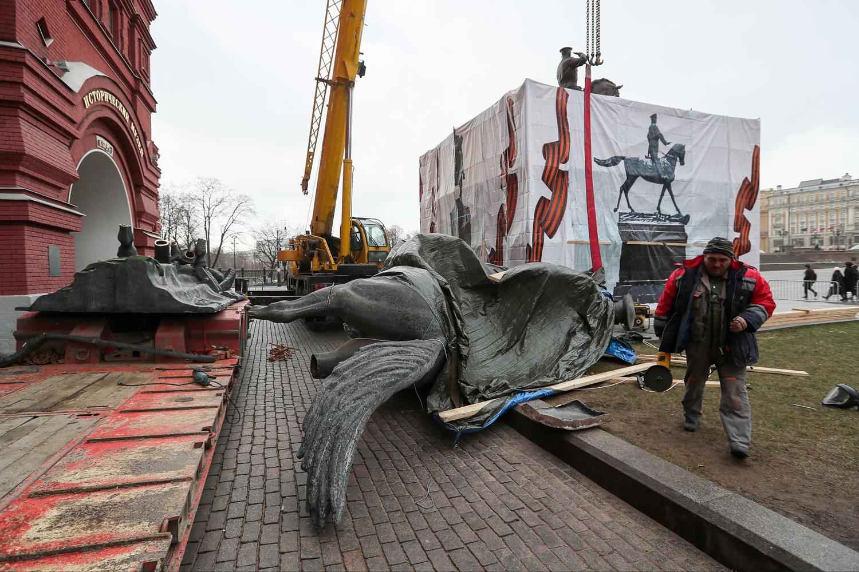 В Москве подменили не только памятник Жукову