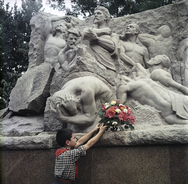 Баку Паммятник 26 бакинским комиссарам