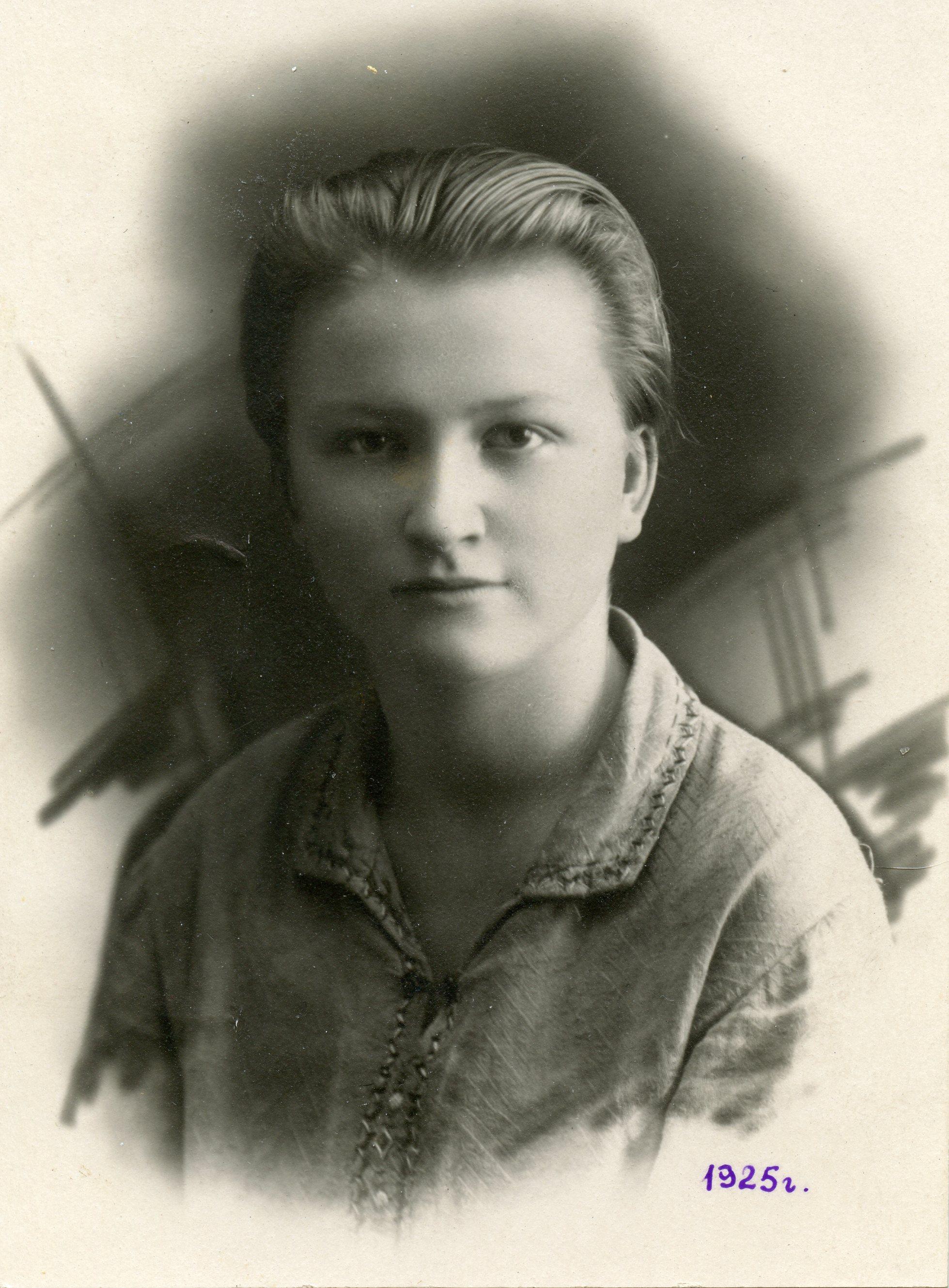 Ия Горностай в пятнадцатилетнем возрасте. Фото из семейного архива Константина Закаблуковского