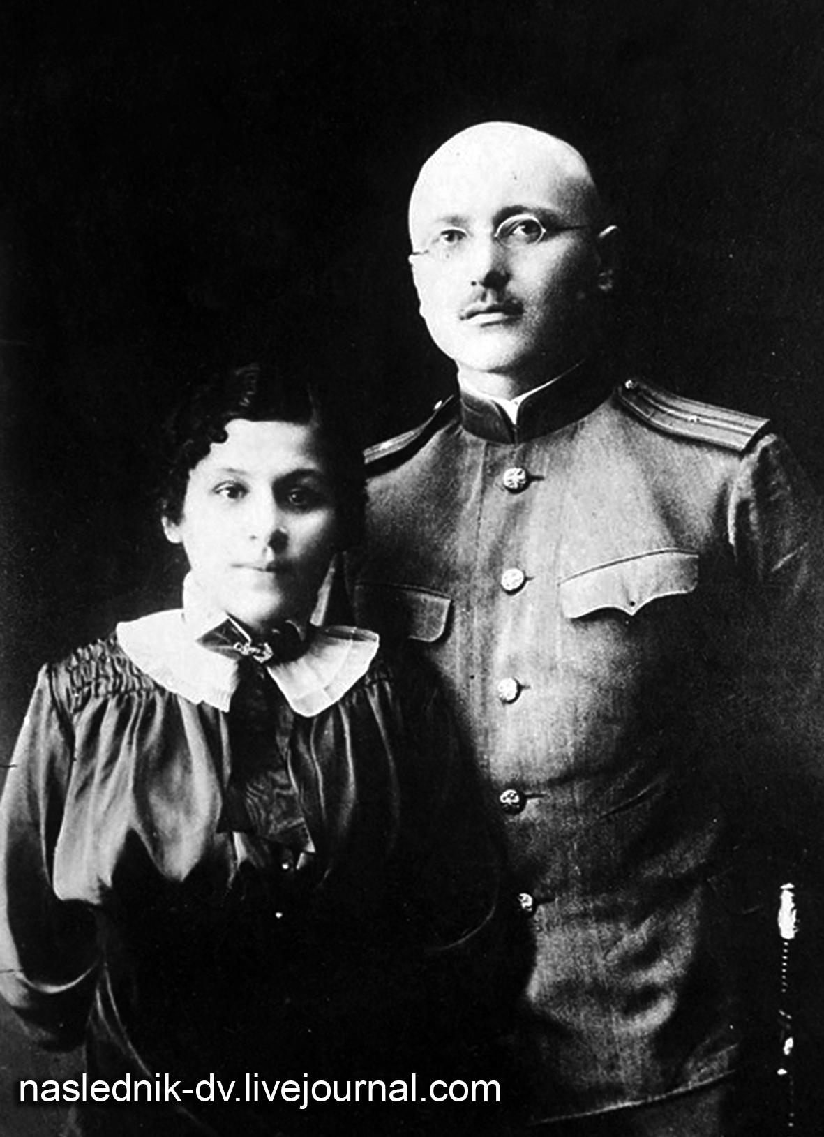 Дмитрий Семёнович Бузин (Бич) с женой Марией Иннокентьевной Мефодьевой