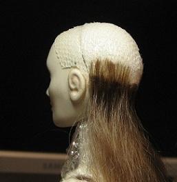 Как прикрепить волосы кукле