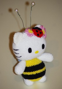 Kitty bee2