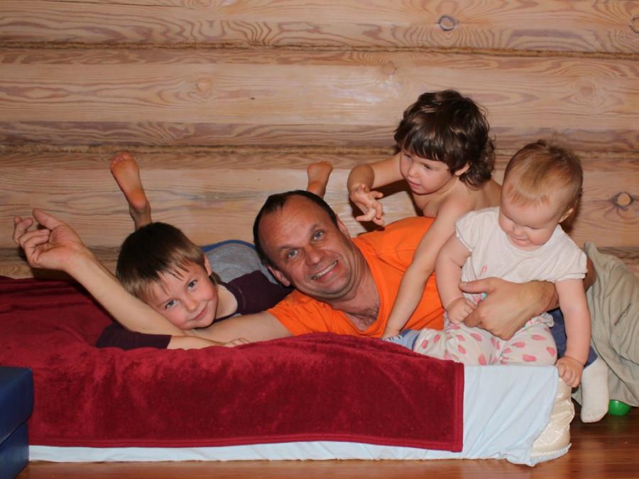 13 окт 14 Илья с детьми 4