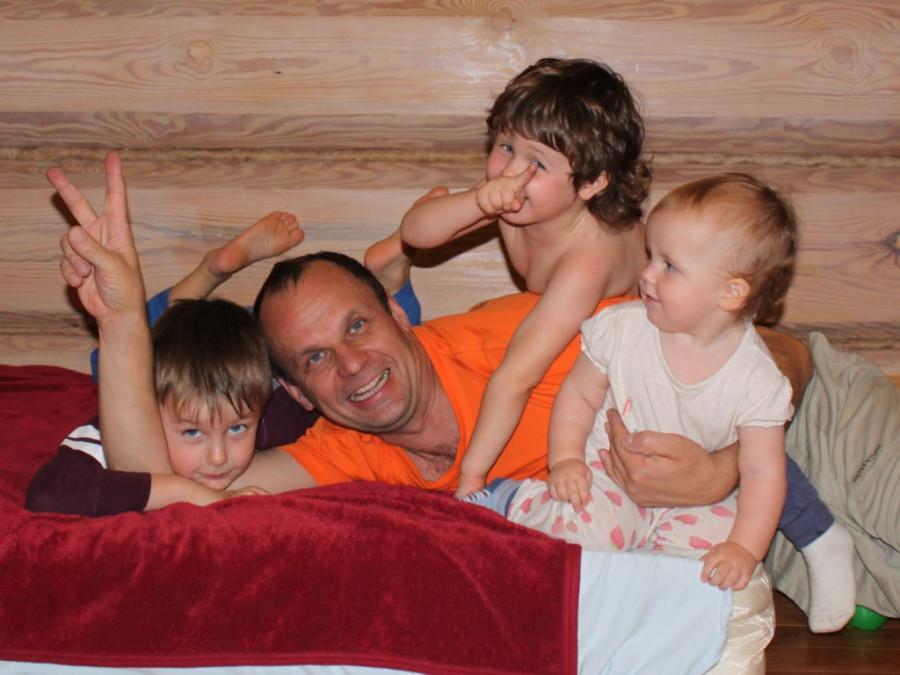 13 окт 14 Илья с детьми 5