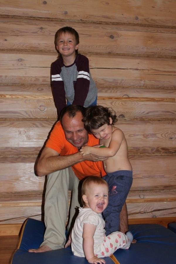 13 окт 14 Илья с детьми 6