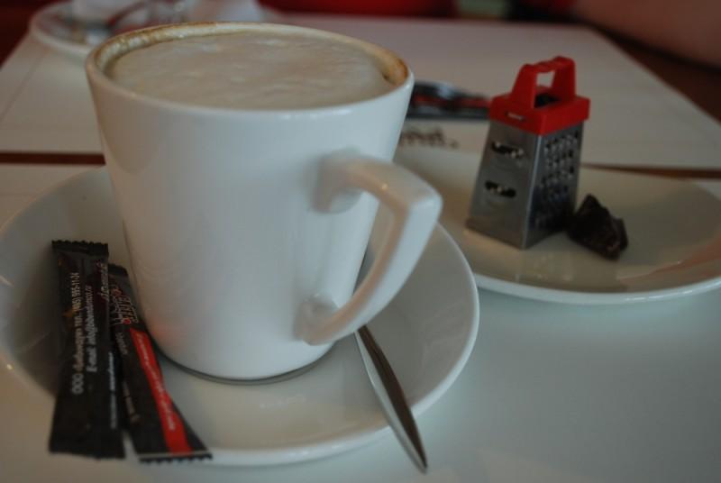кофе в аэропорту перед полетом в Турцию)