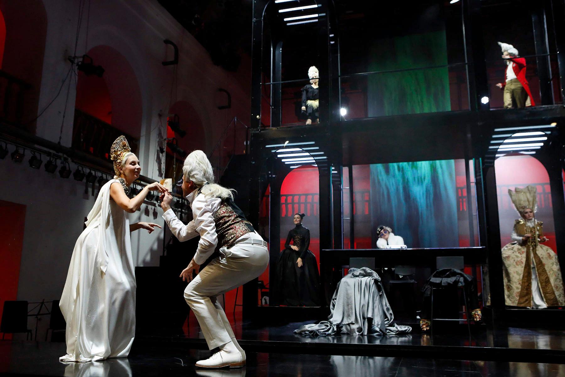 Опасные связи в ШДИ, фото с сайта театра