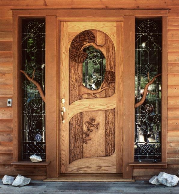 входная резная дверь в дом