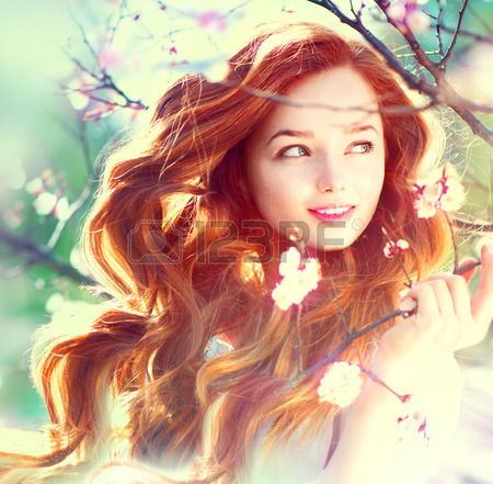 27474748-Весна-красоты-девушка-с-длинными-рыжими-волосами-прод�
