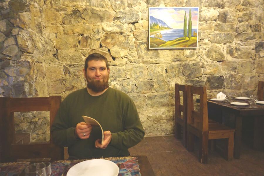муж в ресторане Жоэквара